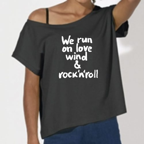 Tricou-fete-oversized-We-run-on-love—Antracit